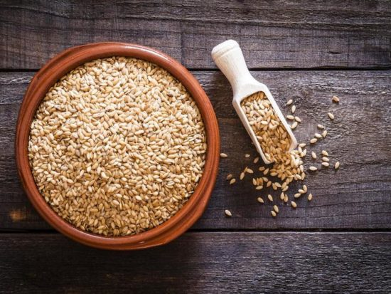 Flaxseed Oil for Skin, the Triple-Threat Against Aging