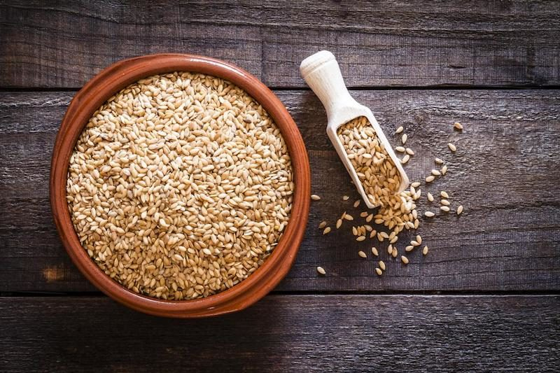 Flaxseed Oil for Skin, the Triple-Threat Against Aging 1