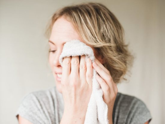 Afternoon Oily, Greasy Skin: What Causes It and How to Prevent It