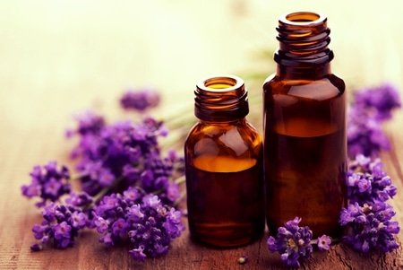 Essential Oils: Our 5 Favorites for Glowing Skin and Wellness 1