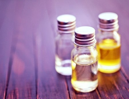 Which Essential Oils and Carrier Oils to Use if You Have Combination Skin 1