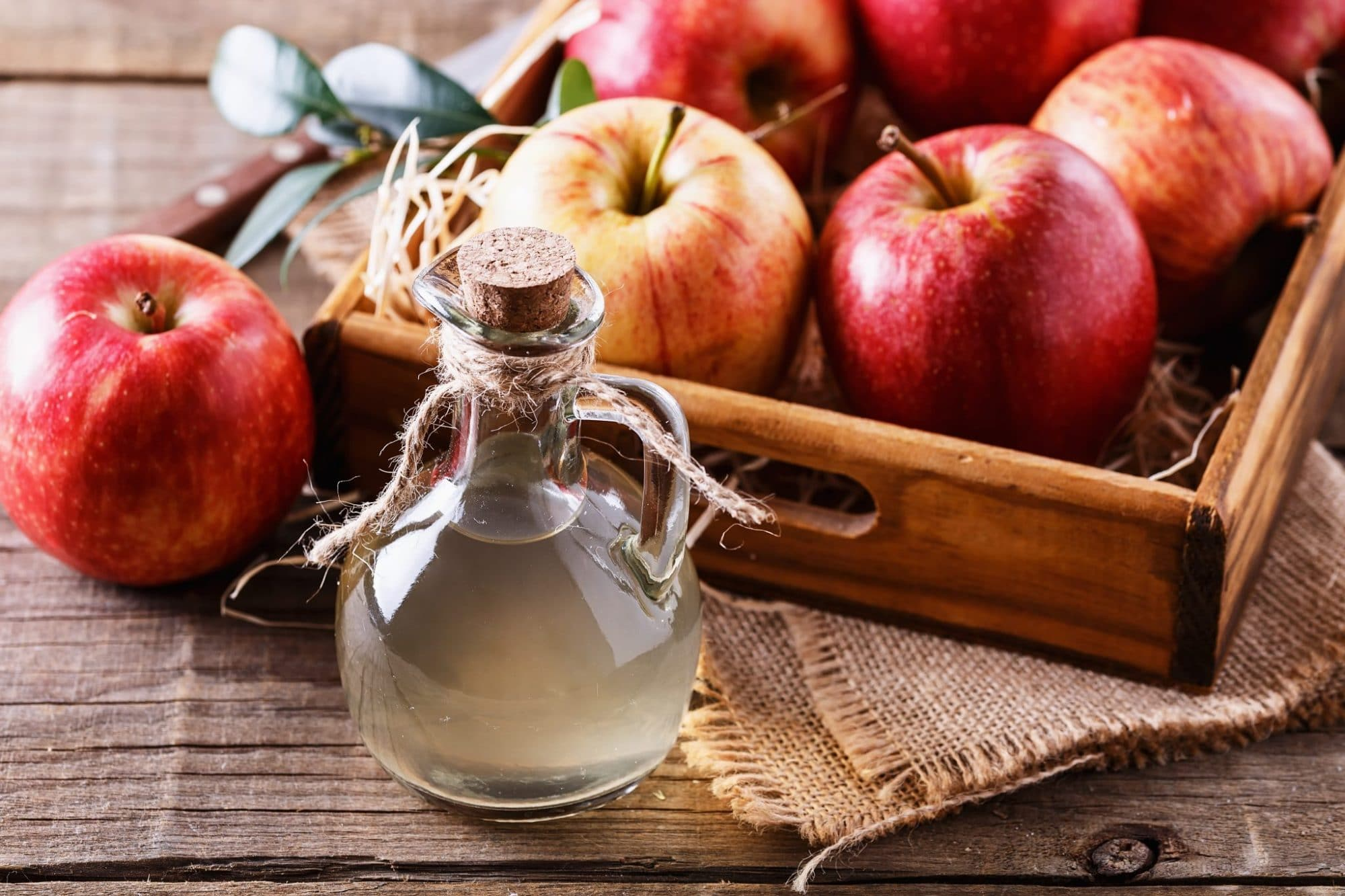 9 Benefits and Ways to Use Apple Cider Vinegar (Both In and Out of the Kitchen)