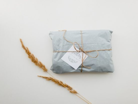 10 Clever Zero Waste Gift Wrapping Ideas