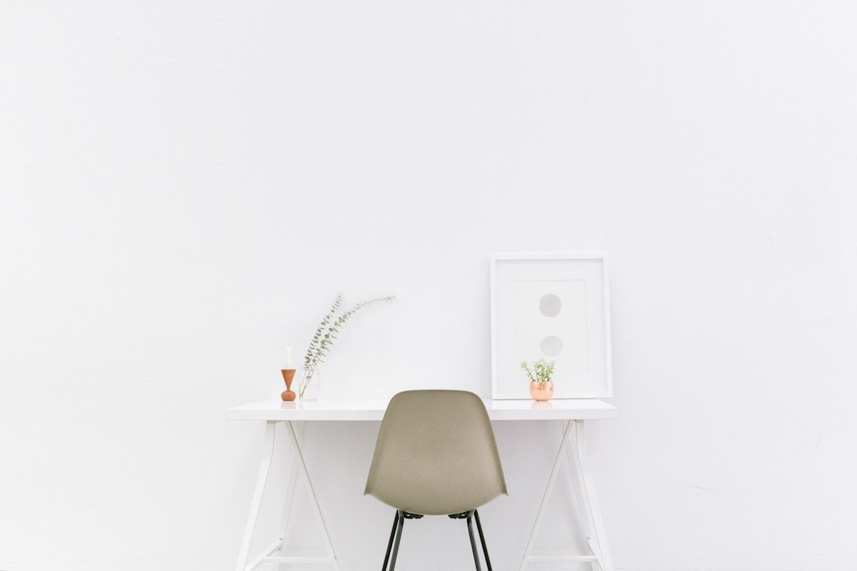5 Tiny Shifts to Help Build Minimalism (And Declutter Your Life)