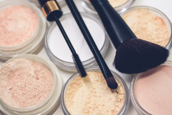 10 Tips for Keeping Makeup in Place