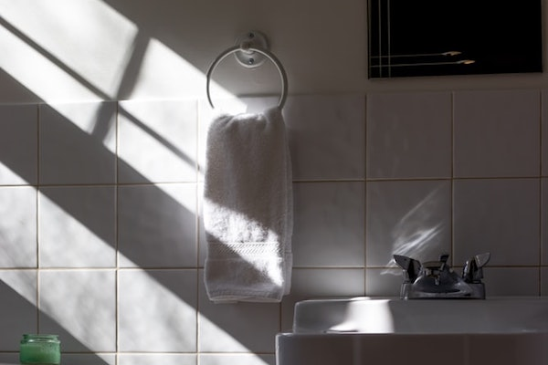 don't let your bathroom towels touch your face