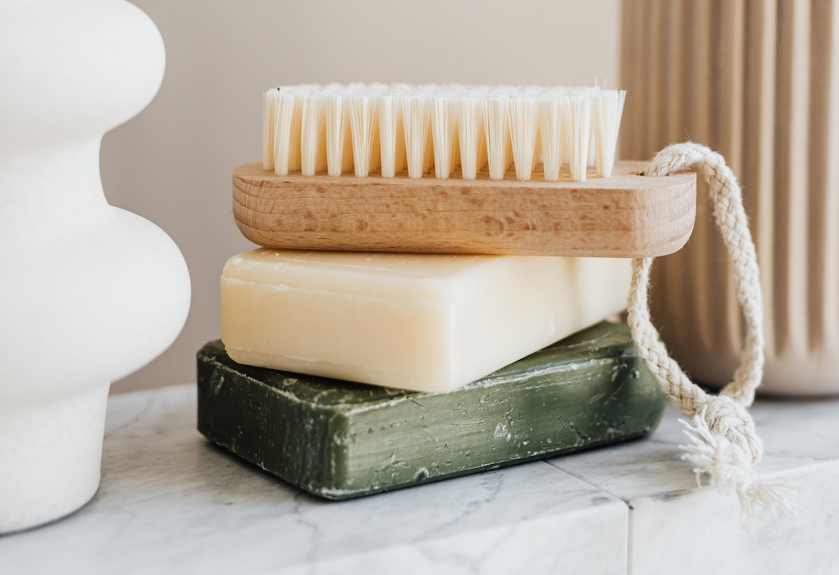 The Benefits of Dry Brushing Your Skin (And How to Do It) 1
